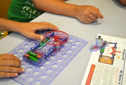 Taller circuits elèctrics Snap Circuits