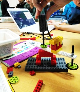 Taller Robòtica LEGO WeDo Drawing machines