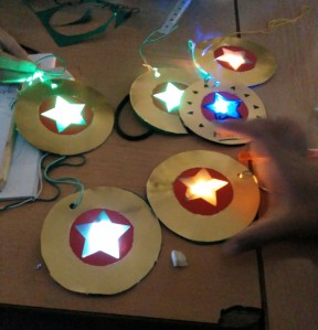 Tallers Extraescolars Tecnologia Maker STEAM Barcelona Decoracions de Nadal amb LEDs