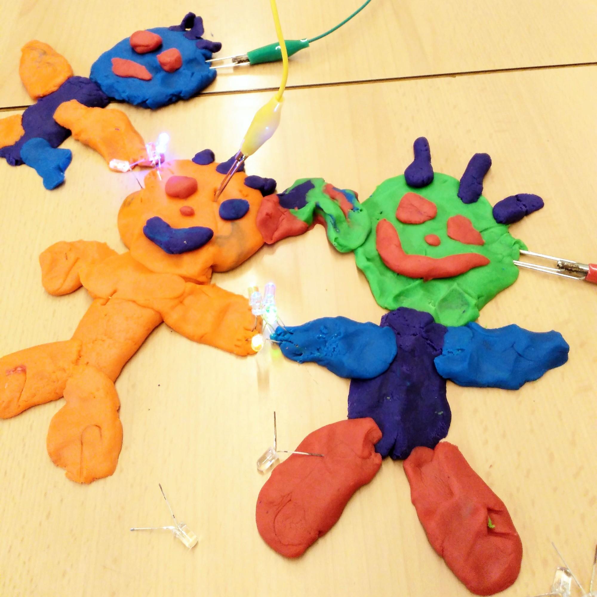 Tallers Ciència STEAM Circuits elèctrics Play-Doh