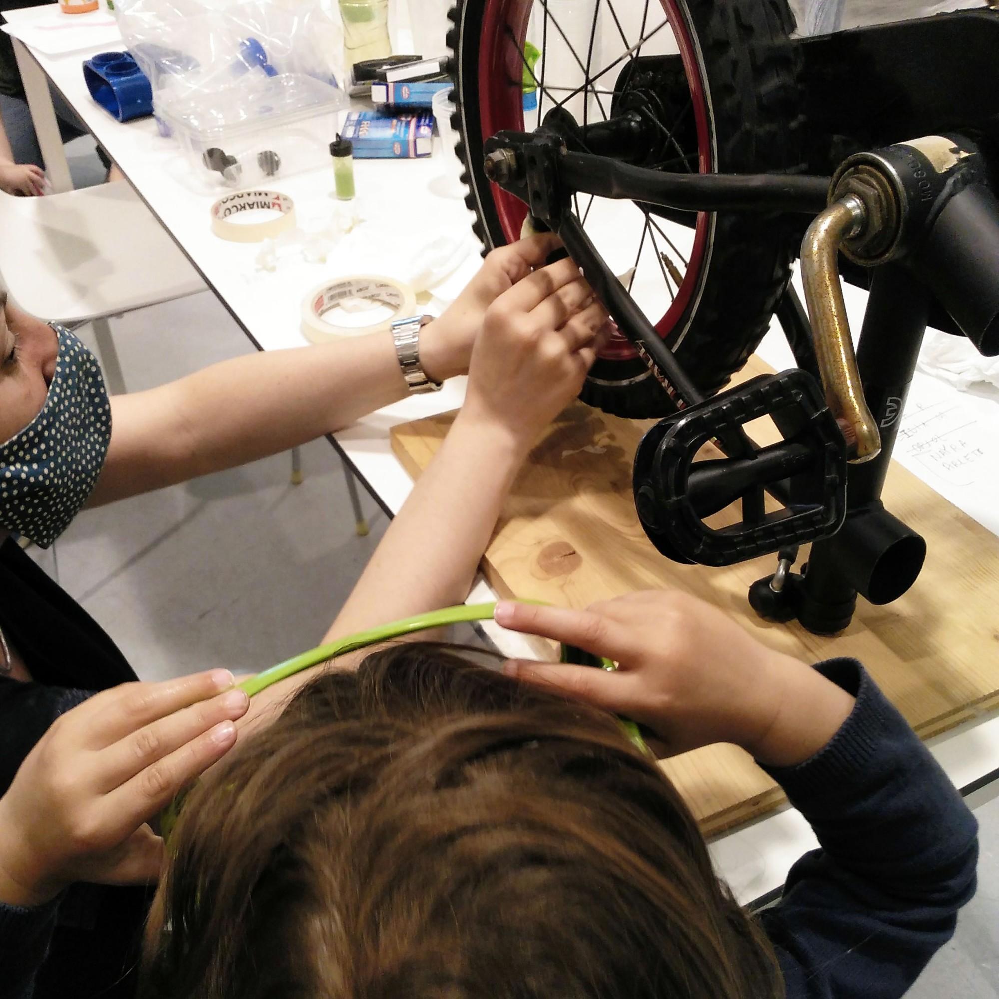 Força Centrífuga Bicicleta Tallers Ciència STEM