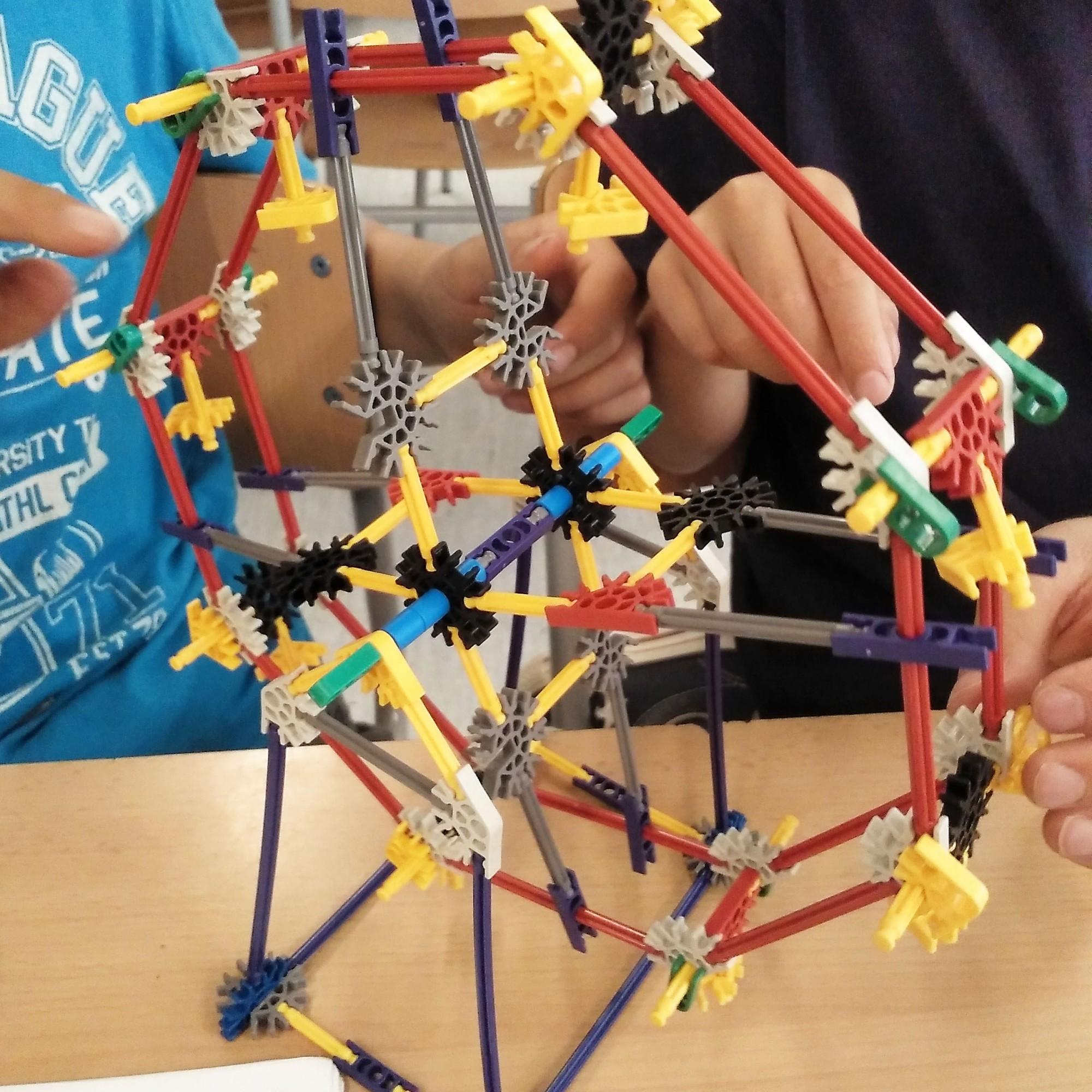 Tallers Extraescolars Robòtica Tecnologia Programació K'Nex STEAM